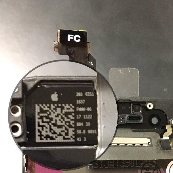 логотип Apple на тыльной стороне оригинального дисплея iPhone 6
